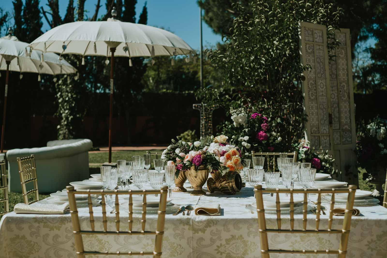 Mesa y decoración para boda en exteriores